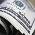 Shell ned�veruje euru, pres�va hotovos� do USA
