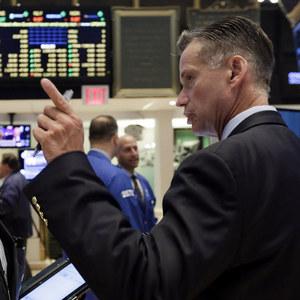 Neverte nikomu: Ekon�movia upozor�uj� na manipulovanie be�n�ch investorov